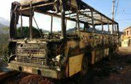 Incêndio destrói ônibus