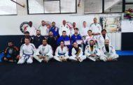 Atletas de jiu-jitsu participam de evento com mestre João Andrade
