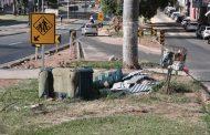 Canteiros são utilizados como depósito lixo no perímetro urbano