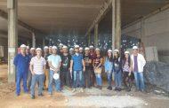 Alunos da Doctum realizam visita técnica à construção de novo supermercado