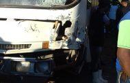 Kombi e ônibus colidem no córrego São Silvestre